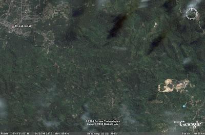 Terlihat masih samar-samar gambar ini dari ketinggian 10 km, sebelah ...