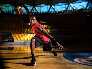 foto comercial de Brandon Jennings con Under Armour