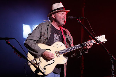 nashville-neil-young-6-1-10-gretsch.jpg