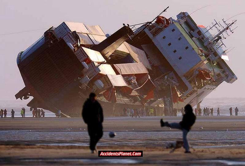 [world's+Biggest+Sea+Accidents+(18).jpg]