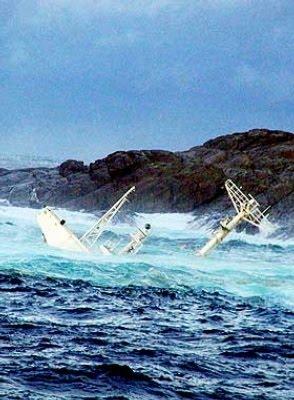 [world's+Biggest+Sea+Accidents+(3).jpg]