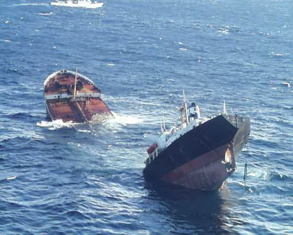 [world's+Biggest+Sea+Accidents+(2).jpg]