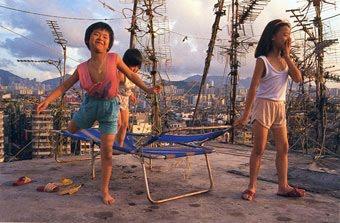 http://4.bp.blogspot.com/_kxPG6y8Qctk/TBpHHYS6mOI/AAAAAAAAdCE/MAby2DYwA1o/s800/Kowloon+Walled+City+%283%29.jpg