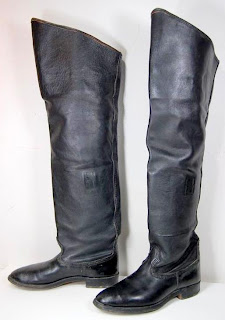 eBay Leather: Men's thigh-high boots sell for an impressive price