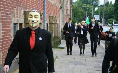 Anonymous auf dem Weg zur Konferenz