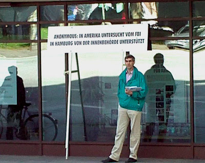 Scientologe versagt bei der Gegendemo