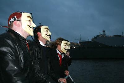 Anonymous macht eine Fährenrundfahrt