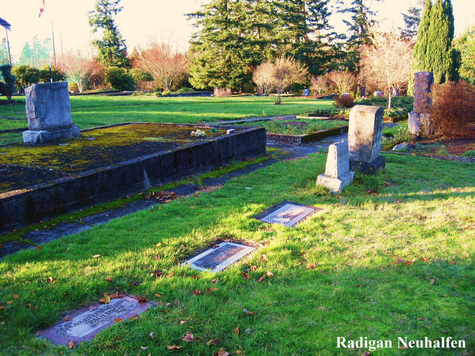 [2009+November+29+USA+Oregon+Lake+Oswego+Oswego+Pioneer+Cemetery+Linus+Pauling+grave+10.JPG]