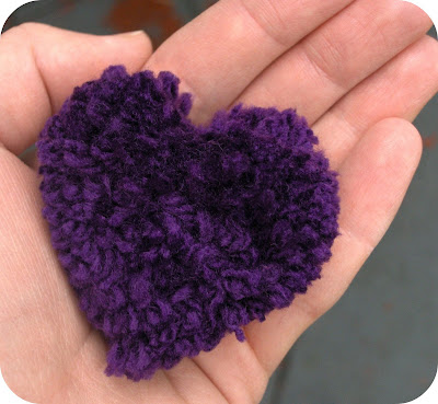 heart shaped pom pom tutorial