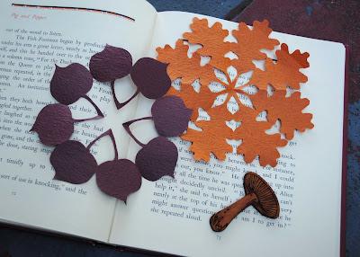 http://4.bp.blogspot.com/_kyYaMHB4tGw/TKAWajS7U-I/AAAAAAAAFSU/aOuPoZXlNfc/s1600/leaf+kirigami+3.jpg