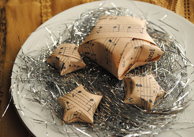 gift presents: music sheet stars