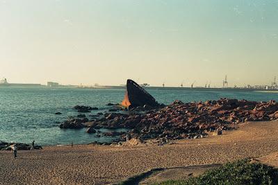 Em Matosinhos (Leixões), em frente à praia do Titan - Janeiro de 1975 Jacob_maersk+1