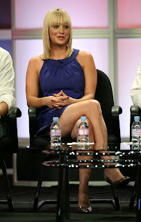 Kaley Cuoco Shows Off Her Legs