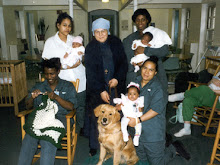 Sr Pauline in a New York prisons visiting the inmates with Pax
