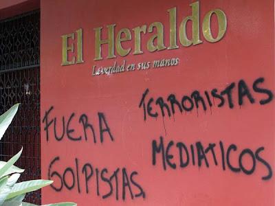 http://4.bp.blogspot.com/_l6SukRX0puk/SoavgAIT7TI/AAAAAAAAArg/i0u0N9JUOV0/s400/8-6-2009__tegus_marcha_embajada_139cmi.jpg