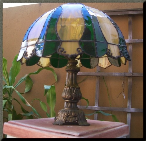 Angelina serrano vidrio arte fusi n l mparas tiffany for Lamparas de mesa tiffany