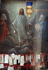 Ritratto del Cristo con gli ex voto. Foto di Andrea Mangoni.
