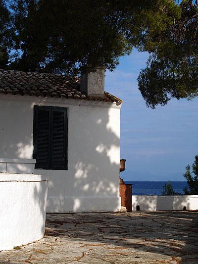 Il monastero di Pontikonissi. Foto di Andrea Mangoni.