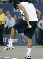 Novak Djokovic imitacion Nadal
