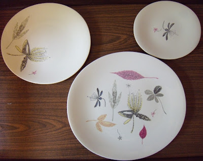 Found these Eva Zeisel Hallcraft pieces in \ Caprice\  (2 dinner plates a luncheon plate 2 bread plates and 2 saucers--score!) and am in MCM heaven. & deluxa: Eva Zeisel Hallcraft Caprice Finds