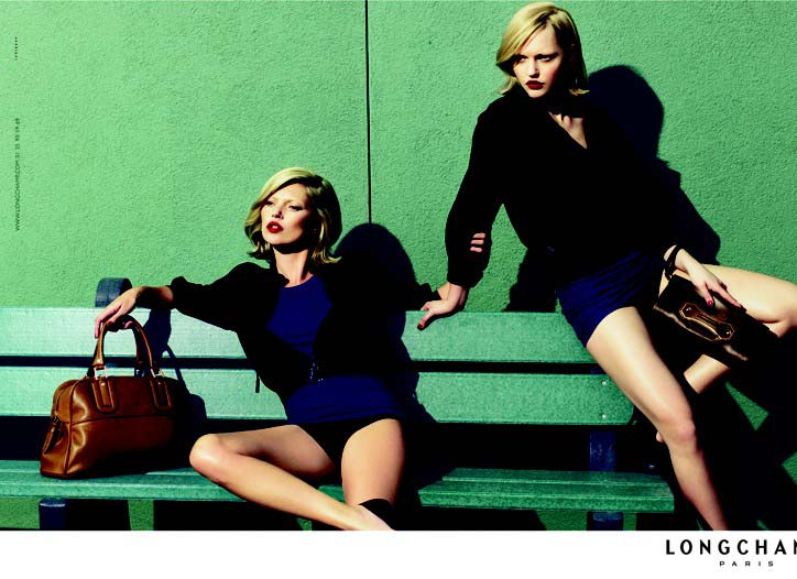b47582ecd0e9 Satu beg tangan tak akan cukup  Longchamp Legende Medium Patent ...
