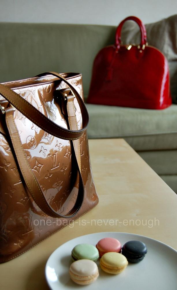 e5d82ddb3857 Satu beg tangan tak akan cukup  Louis Vuitton Monogram Vernis Alma