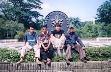 Berpose di Depan ITB (Institut Pertanian Bogor)