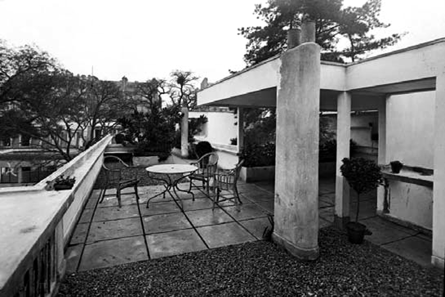 Revista digital apuntes de arquitectura villa la rocca for Villa jardin lanus oeste