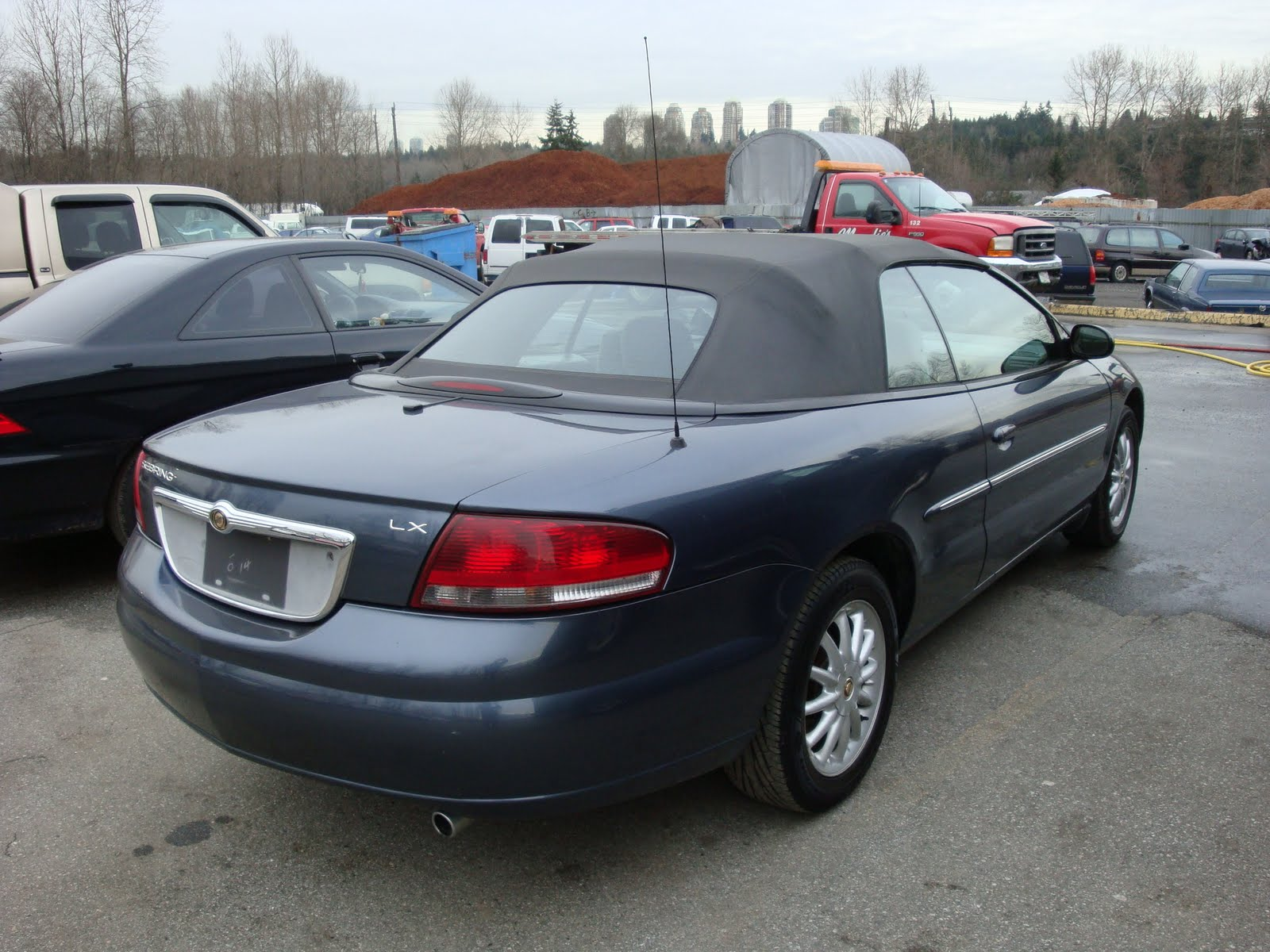 Mundies Wholesale Liquidation Centre 2002 CHRYSLER SEBRING