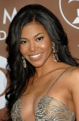 Photo: Amerie cleavage