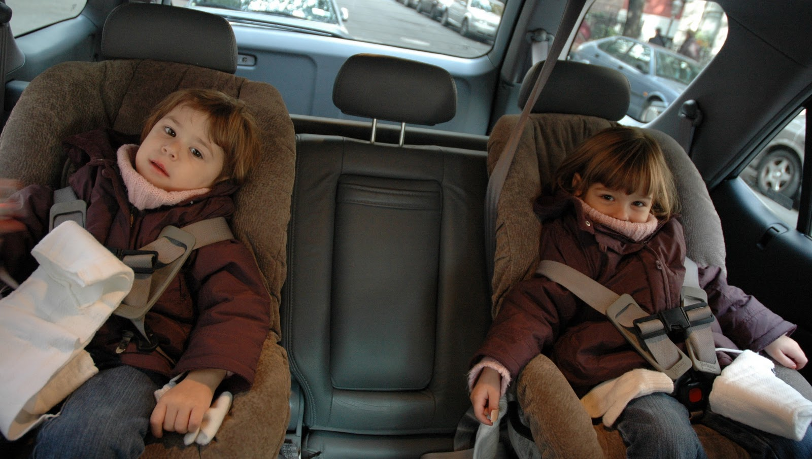 0c69df777 (most) Coats & Car Seats are NOT a safe combo (here are ways to keep kids  WARM & SAFE). Does winter time in your car ever look like this?
