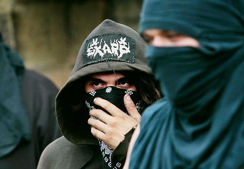 http://4.bp.blogspot.com/_lDgheg5cN_A/S8Q_HREA_hI/AAAAAAAAApA/Ht78Z-M2tIc/s1600/alg_anarchists.jpg
