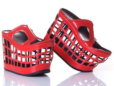 http://4.bp.blogspot.com/_lG2az5ut9w0/TKOEN7srdAI/AAAAAAAAUpw/NIuGH08zrIs/s400/Weird_Shoe_Designs_By_Kobi_Levy_03.jpg