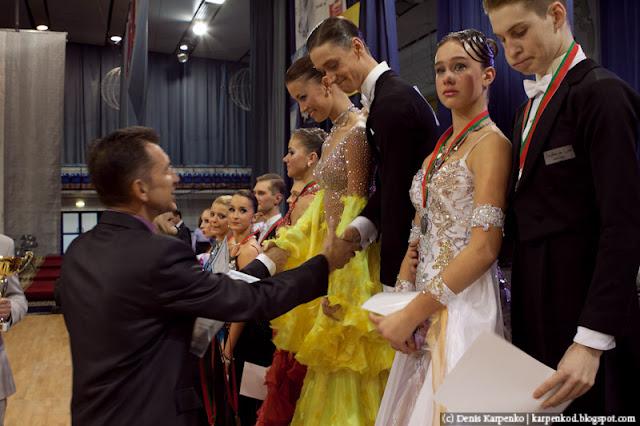Партнерша плачет т.к. их пара заняла второе место во время награждения победителей соревнований по спортивным танцам в рамках чемпионата Belarus Open Championship в  Минске, Беларусь 13.11.2010