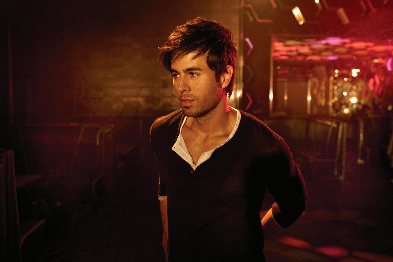 http://4.bp.blogspot.com/_lIyFl0bgYNU/TVLUWaGgI9I/AAAAAAAAAiY/UMT5Giqpd0g/s1600/Enrique+36.jpg
