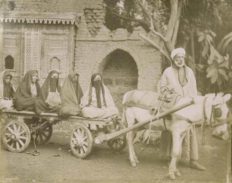 http://4.bp.blogspot.com/_lKNrsQwLu3Q/S60noSSbJOI/AAAAAAAAB3U/act4jUa2wCM/s1600/N%C2%B0+559+%5BWomen+on+horse-drawn+cart%5D++(1894)+egypt+(blog).jpg