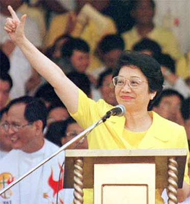 Tita Cory- Larawan ng demokrasya