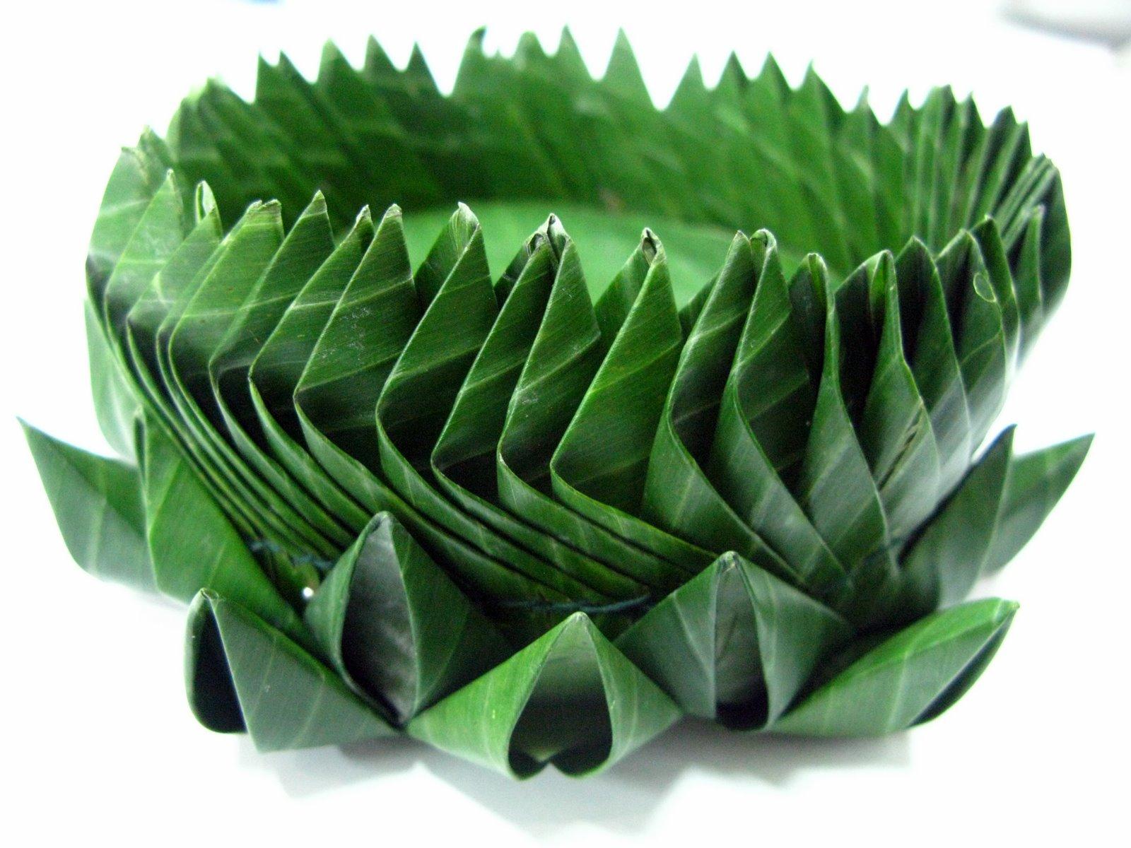 How To Weave A Basket From Banana Leaves : Tangcancook banana leaf weaving