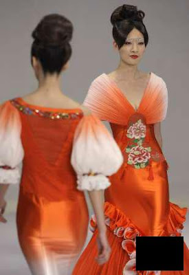 http://4.bp.blogspot.com/_lMDwj9bIabE/SXjvRVVwEdI/AAAAAAAAAC8/A5sJidgL3jw/s400/Models-present-creations-for-NE-TIGER-2009-Haute-Couture-Show-at-China-Fashion-Week-in-Beijing.jpg