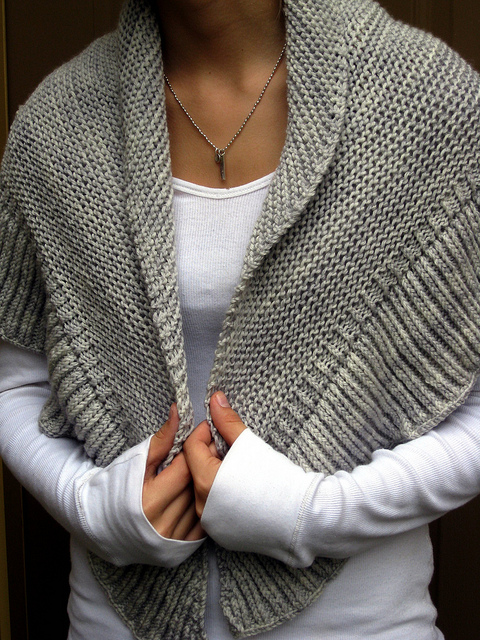 Free Knitted Shawl Pattern : Renee Knits Too: FO ~ Mara Shawl