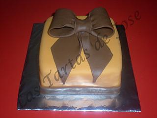 Tarta decorada con lazo. Las tartas de Jose. Castellón.