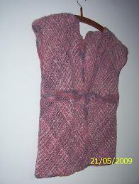 chaleco rosa y gris