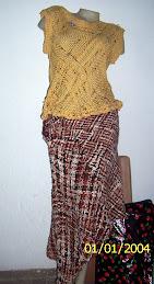 Blusa en hilo de algodón, falda tejida ( barracán)