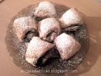 Csokikrémes háromszögek, mélyhűtött leveles tésztából és csokoládés pudingporból.