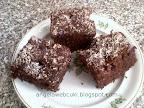 Szedres kevert sütemény, kakaós szedres vagy meggyes tésztás süti, lekvárral lekenve, kókuszreszelékkel leszórva.