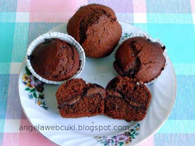 Mogyorókrémmel töltött muffin, tejtermék mentes, mézes mogyorókrémes sütemény.