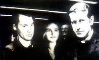 Jose Luis Nell junto a su esposa Lucia Cullen y al Padre Mugica