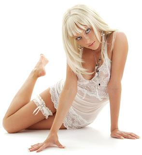 http://4.bp.blogspot.com/_lTXqoqFv3ZQ/SahsnhA31nI/AAAAAAAABmw/pzmwmevDMR0/s400/russian_bikini_girl.jpg