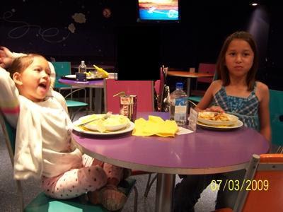 آداب الخروج الأطفال لتناول الطعام