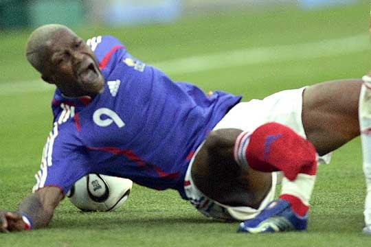 Las peores fracturas y patadas del futbol